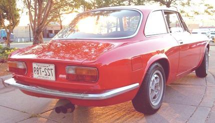 Alfa_Romeo_GTV_rear_three_quarter