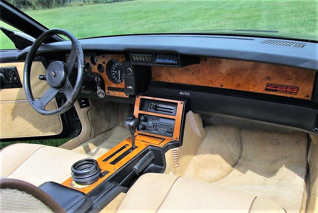 camaro, Selección del día: 1987 Chevrolet Camaro Z/28 IROC en negro deslumbrante, ClassicCars.com Journal