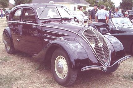1937_Peugeot_302_01