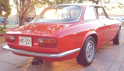 Alfa_Romeo_GTV_rear_three_quarter