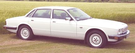 Jaguar XJ40 2