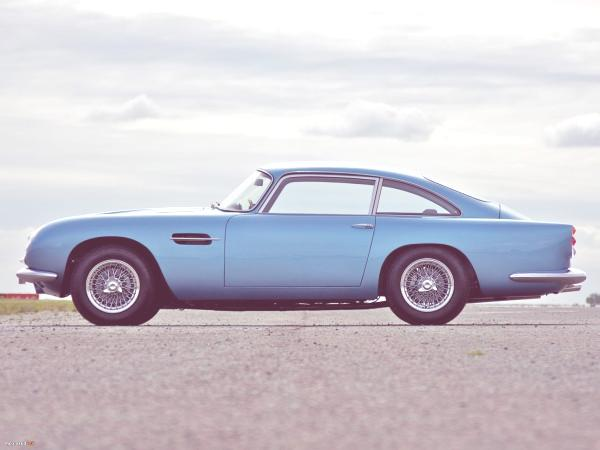 aston-martin-db4-lateral